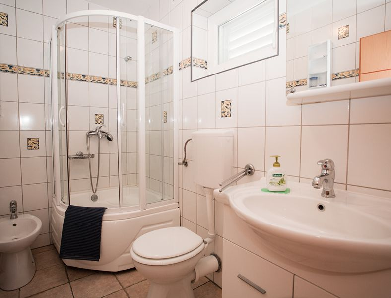 drage wohnung 1 2 2 nading turizam. Black Bedroom Furniture Sets. Home Design Ideas
